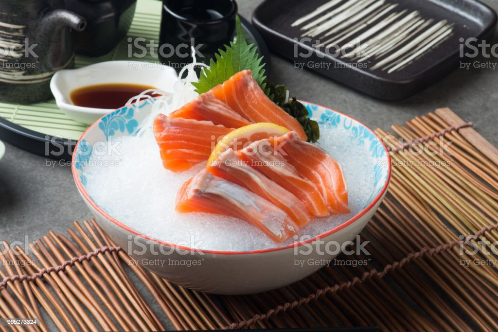 fresh salmon shashimi sushi on fresh ice zbiór zdjęć royalty-free