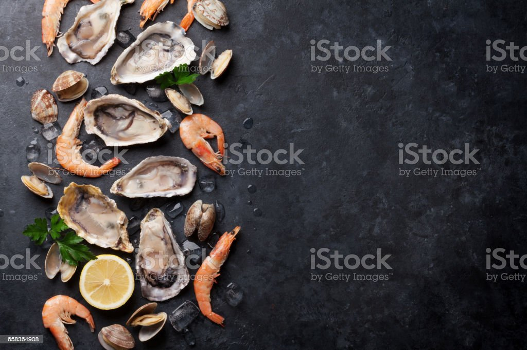 Pescados y mariscos frescos - foto de stock