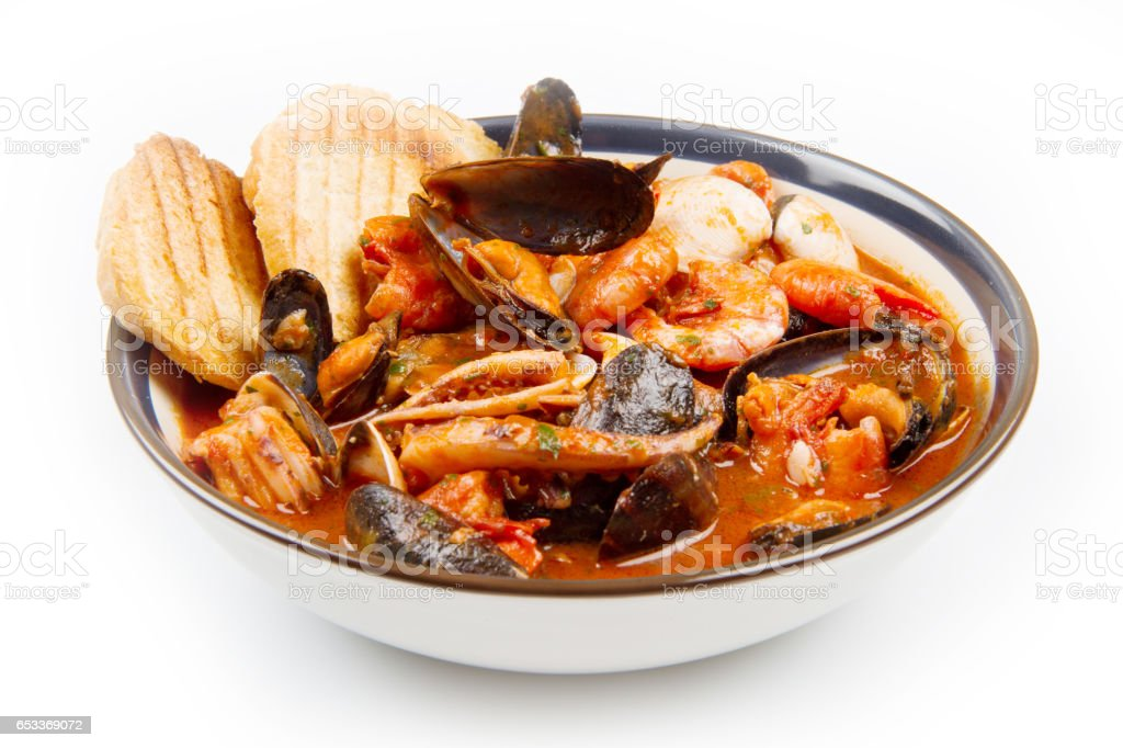 fresh seafood soup with roasted bread – Foto
