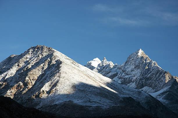 신선한 인공눈 시 산, 북쪽으로 히말라야 산맥, 네팔 스톡 사진