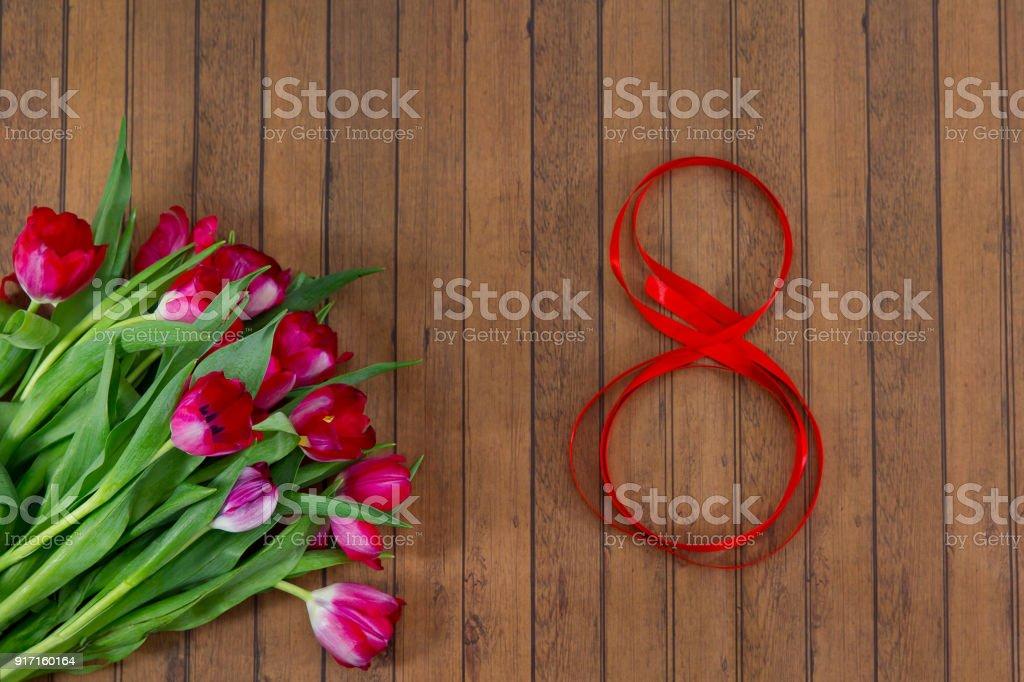 Frische Frühlingsluft Tulpen, Bürokratie am 8. März – Foto