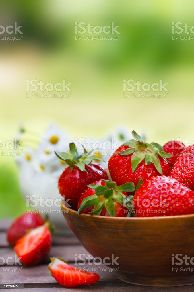 Fresh strawberries in a bowl - Royalty-free Allergy Stock Photo