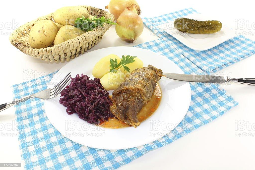 Rolo de carne bovina recheadas e fresca - foto de acervo