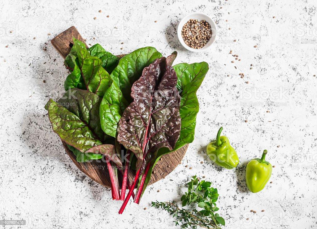 Fresh swiss chard, thyme , oregano and spices - foto de stock