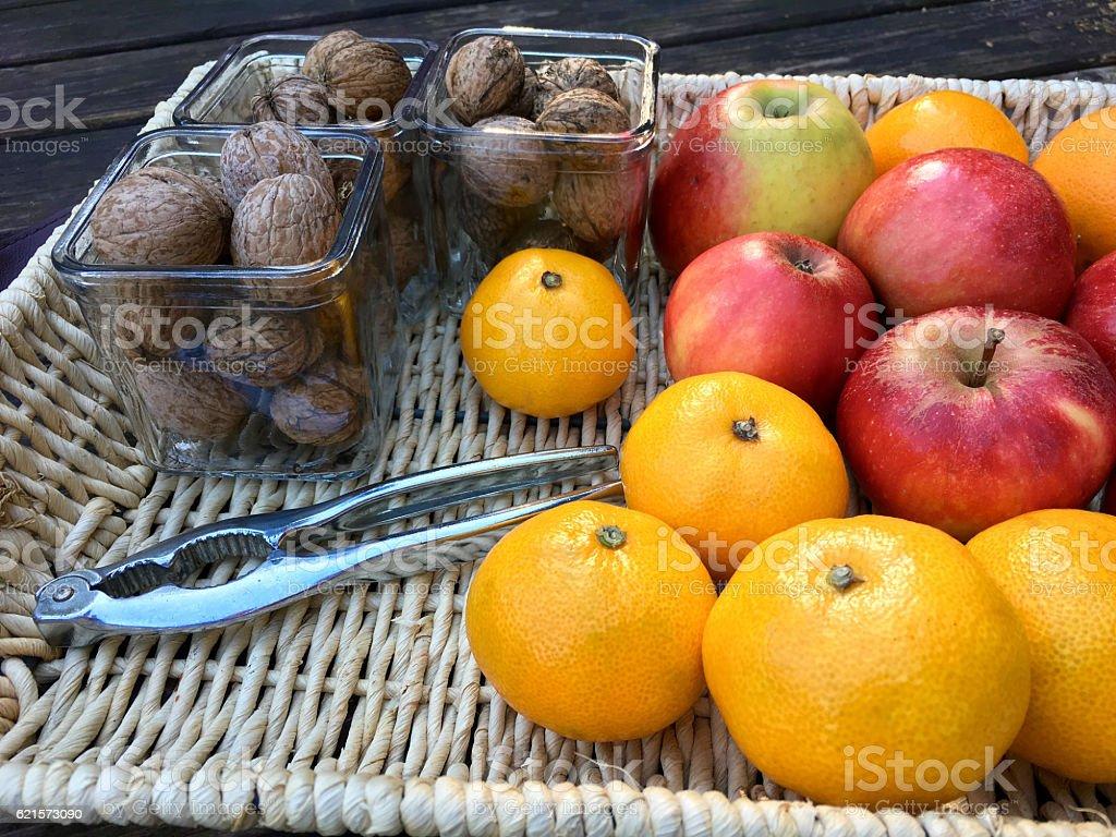 Fresh tangerines, apples and walnuts photo libre de droits