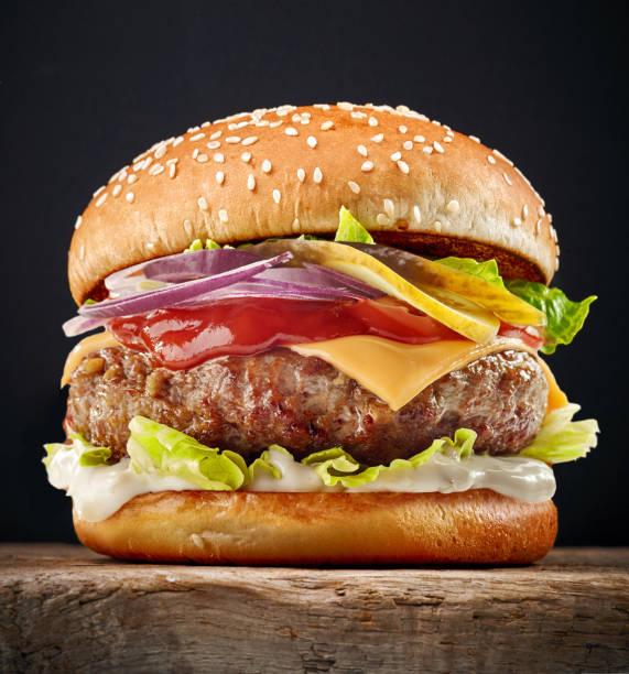 新鮮なおいしいハンバーガー - ハンバーグ料理 ストックフォトと画像