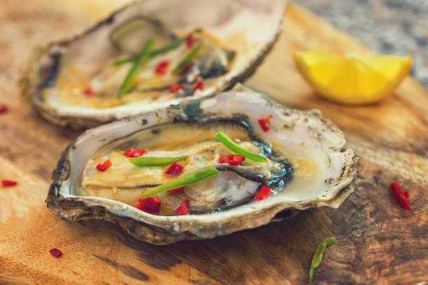 Frische leckere offene Austern – Foto