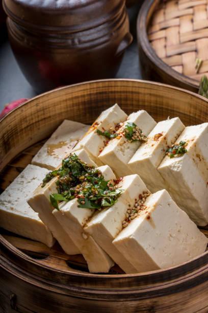Tofu frais avec la Sauce de soja - Photo