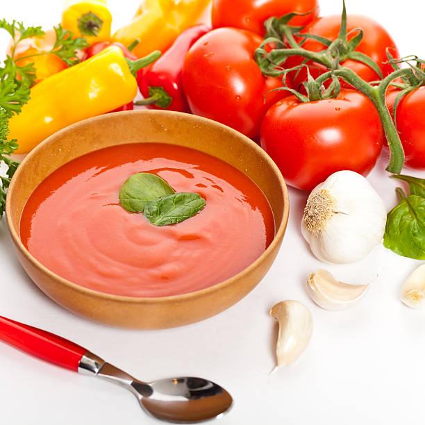 frische tomaten - kalte tomatensuppe stock-fotos und bilder