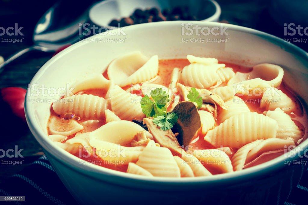 Frische Tomatensuppe mit Conchigliette. – Foto