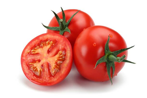 tomates fraîches isolées sur le blanc - tomate photos et images de collection