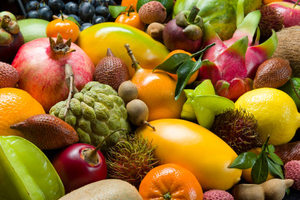 frische, tropische früchte - kaktusfrucht stock-fotos und bilder