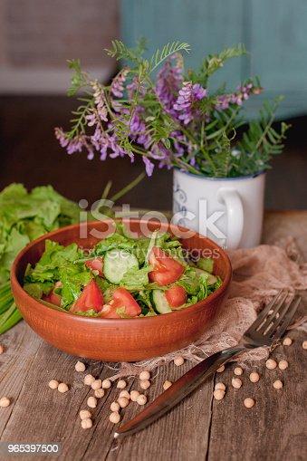 Fresh Vegetable Salad In The Kitchen On The Table - Stockowe zdjęcia i więcej obrazów Cebula
