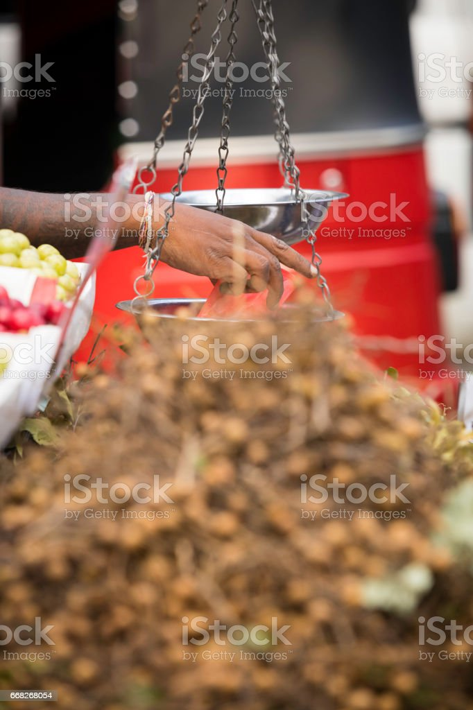 fresh vegetables and  fruits on sale at a street market foto stock royalty-free