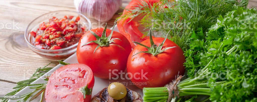 Fresh vegetables and herbs. Red tomatoes, red sweet peppers, parsley, dill, arugula, garlic, rosemary. Bio healthy food concept. Banner - Royalty-free Agricultura Foto de stock