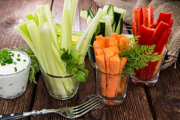 frische ernährung essen - karotten gesund stock-fotos und bilder
