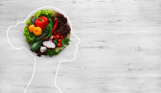 Frisches Gemüse im Kopf der Frau symbolisiert gesundheitspolitische Ernährung – Foto