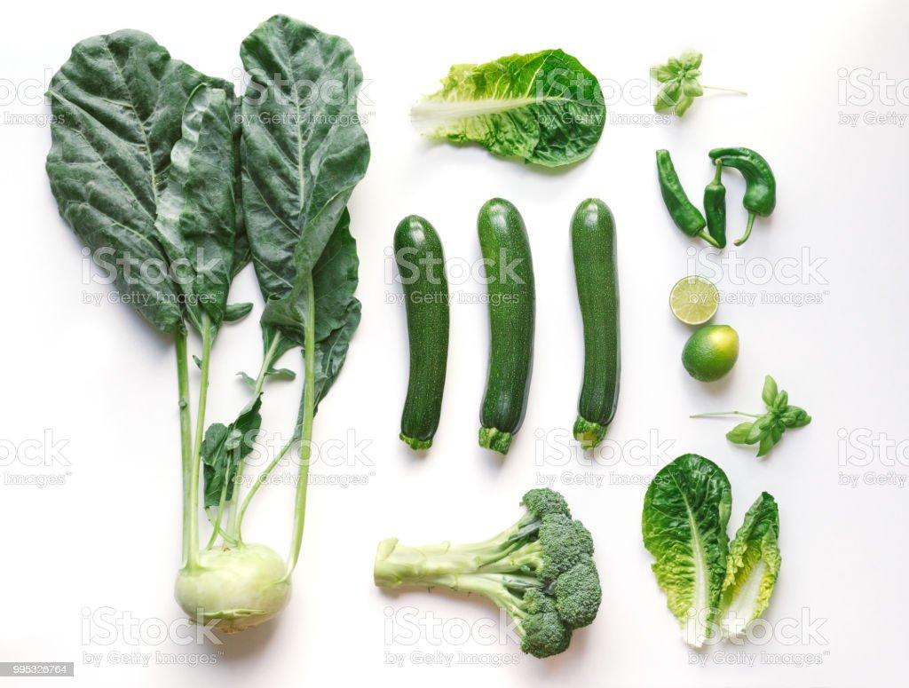 Frisches Gemüse auf einem weißen Hintergrund - Knolling Konzept – Foto