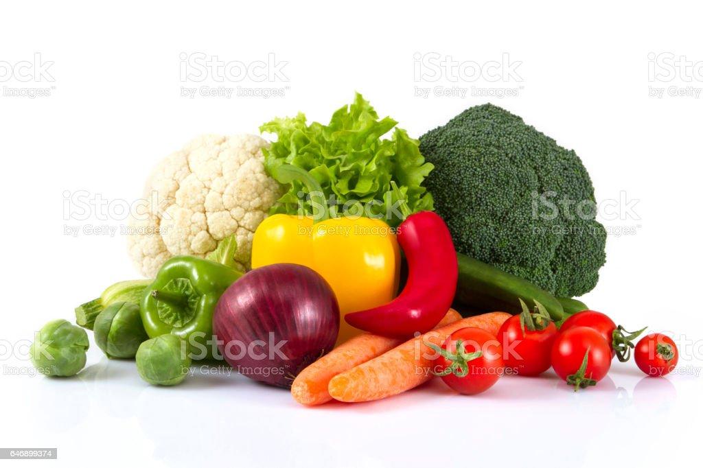 Frisches Gemüse auf weißem Hintergrund – Foto