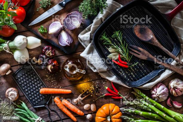 Fresh vegetables ready for cooking shot on rustic wooden table picture id882314830?b=1&k=6&m=882314830&s=612x612&h=g7hecr blnzq7ih4xb3estnypmcv90qjmkxa6m2hgtq=