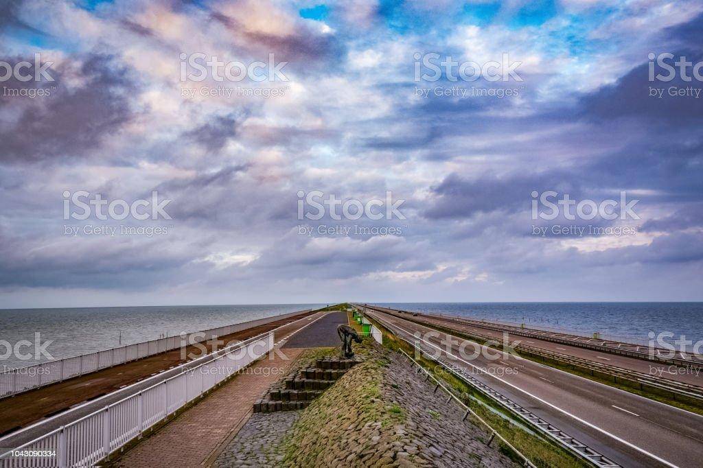 Vers Water/zout Water. Afsluitdijk. Nederland foto