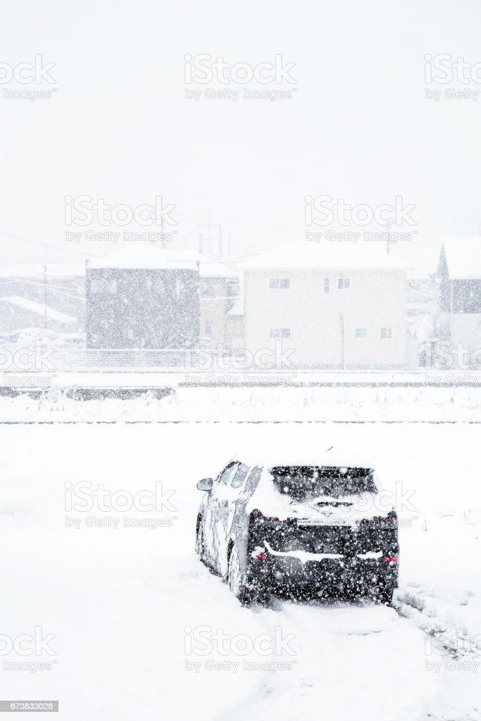 Fresh white snow falling in winter season at Kawaguchiko,Japan photo libre de droits