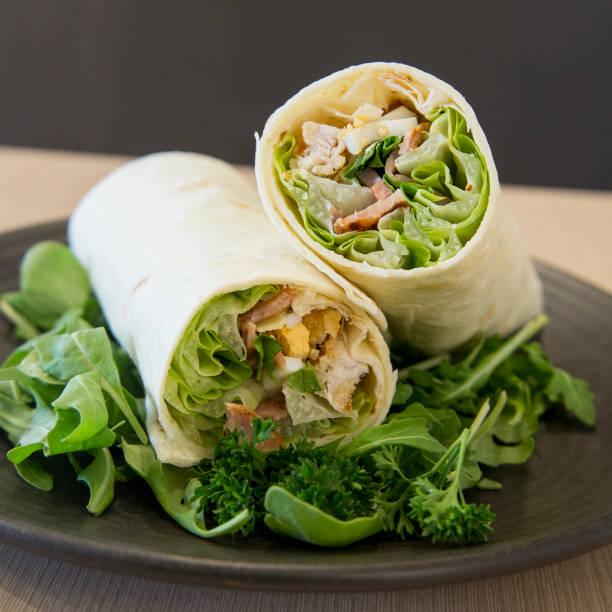 frische wraps - veggie wraps stock-fotos und bilder
