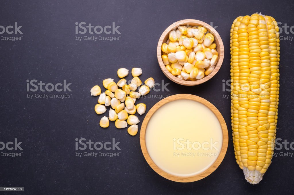 Fresh yellow sweet corn on the cob and corn juice - Royalty-free Agriculture Stock Photo