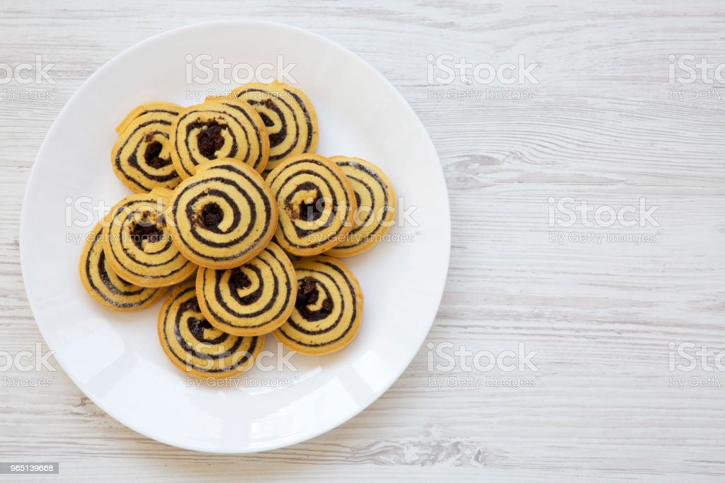 Freshly baked cookies on a plate, from above. Top view. Flat lay. Copy space. zbiór zdjęć royalty-free