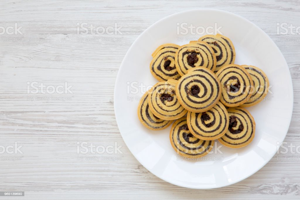 Freshly baked cookies on a plate, top view. Flat lay. Copy space. zbiór zdjęć royalty-free