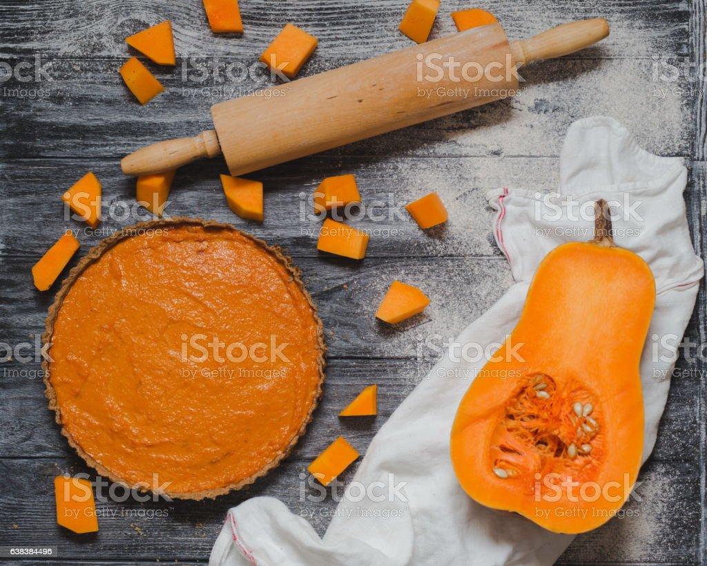 Freshly baked pumpkin pie in autumn – Foto