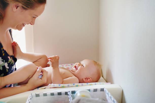 Frisch diapered Baby ist glücklich baby – Foto