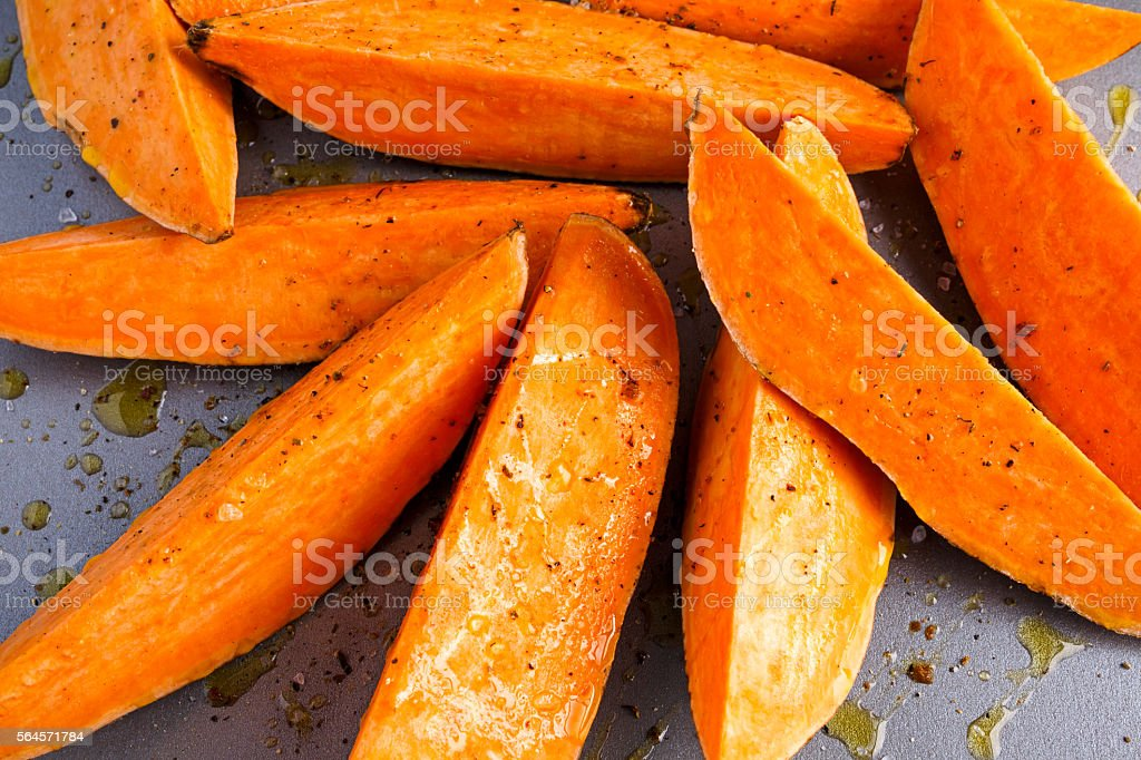 Freshly ready tp cook sweet organic potato fries - fotografia de stock