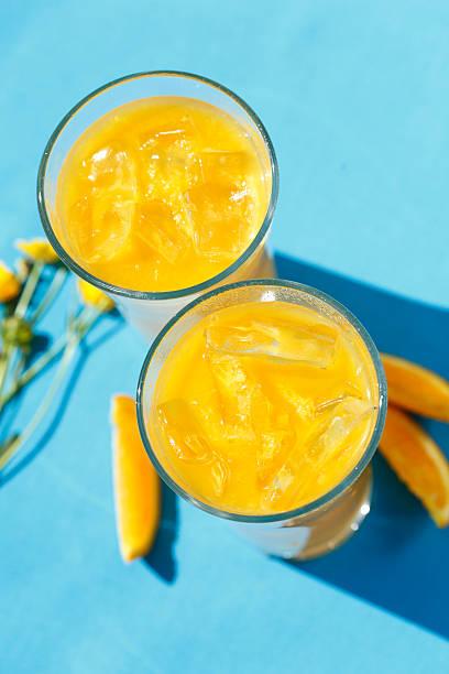 Suco de laranja feito na hora - foto de acervo