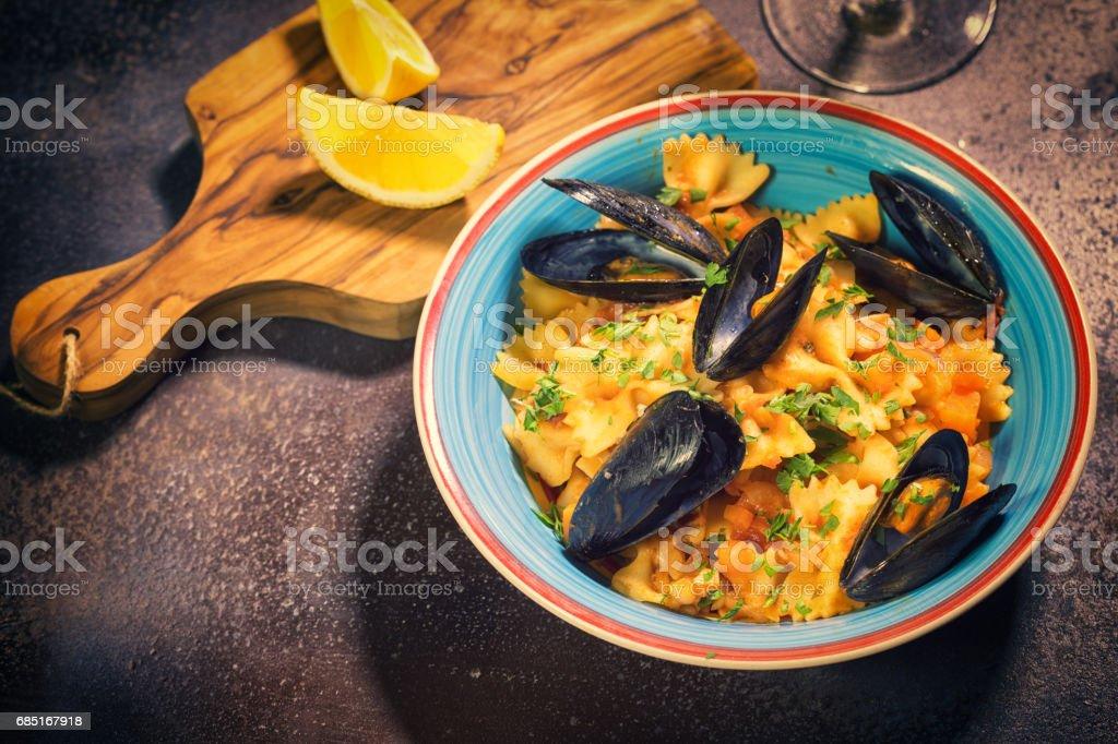 Freshly Steamed Mussels With Pasta foto de stock libre de derechos
