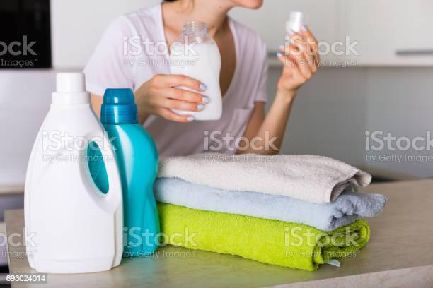 新鮮な洗濯物 - 1人のストックフォトや画像を多数ご用意