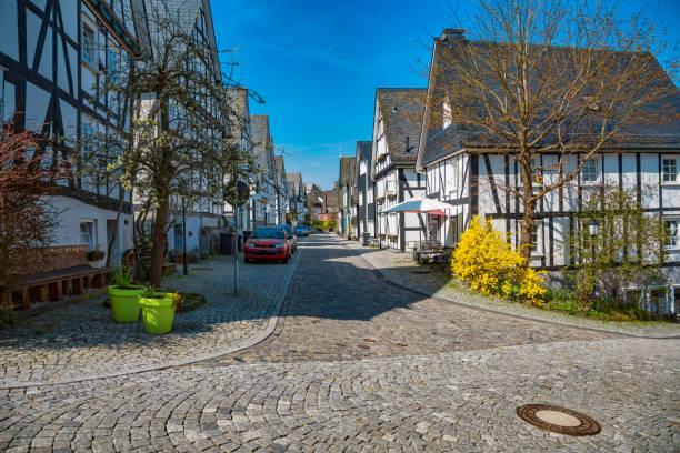 Freudenberg in NRW mit alten Fachwerkhäusern im Frühjahr – Foto