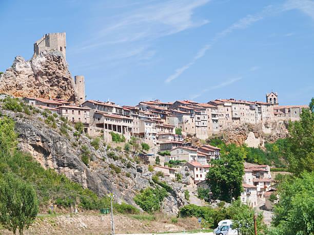 frias ciudad medieval de burgos provincia, españa - burgos fotografías e imágenes de stock