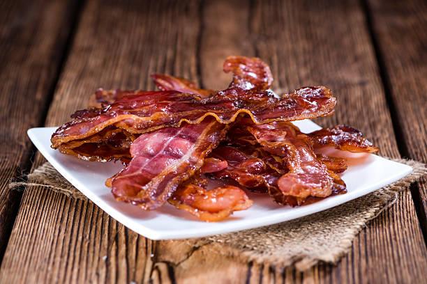 bacon de fritos - estaladiço imagens e fotografias de stock
