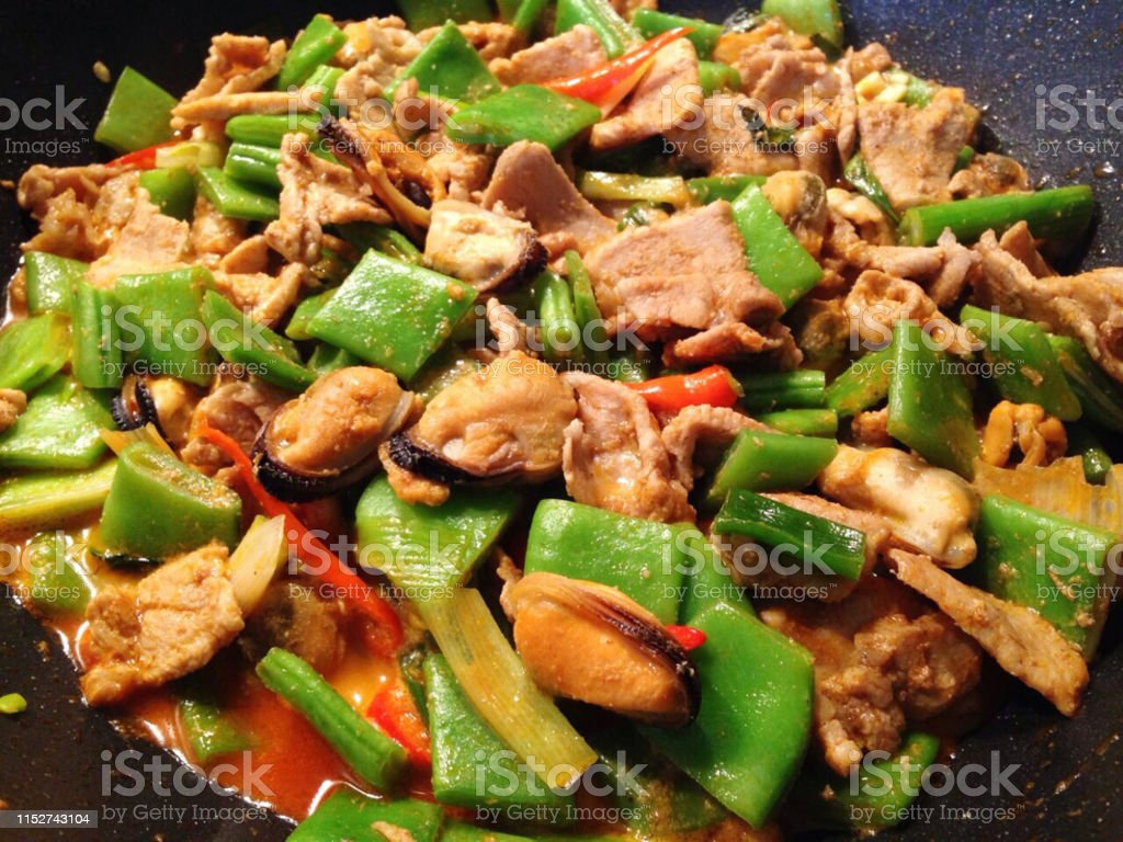 Fried bean with pork and mussel