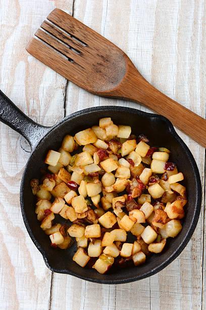 frittierte kartoffeln frühstück - haschee stock-fotos und bilder
