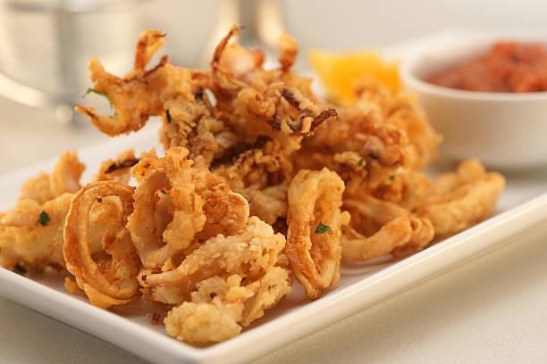 calamaro fritti - fritto foto e immagini stock