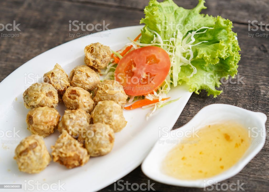 Fried chicken in a plate with vegetables. - Royalty-free Breaded Stock Photo