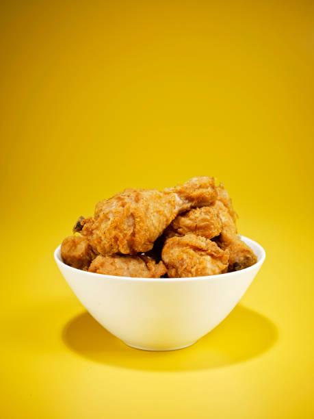 fried chicken - gewürz für gegrilltes hähnchen stock-fotos und bilder
