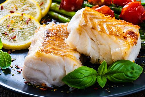 Fried cod fillet with fresh vegetables