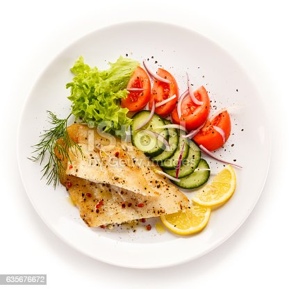 istock Fried cod fillets and vegetables 635676672