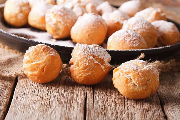 fried donuts castagnole close-up on the table. horizontal - hausgemachte gebackene donuts stock-fotos und bilder