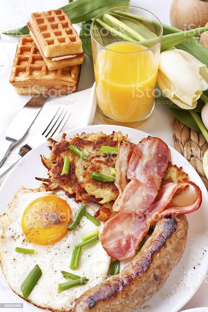 fried egg, hash browns and bacon breakfast royalty-free stock photo