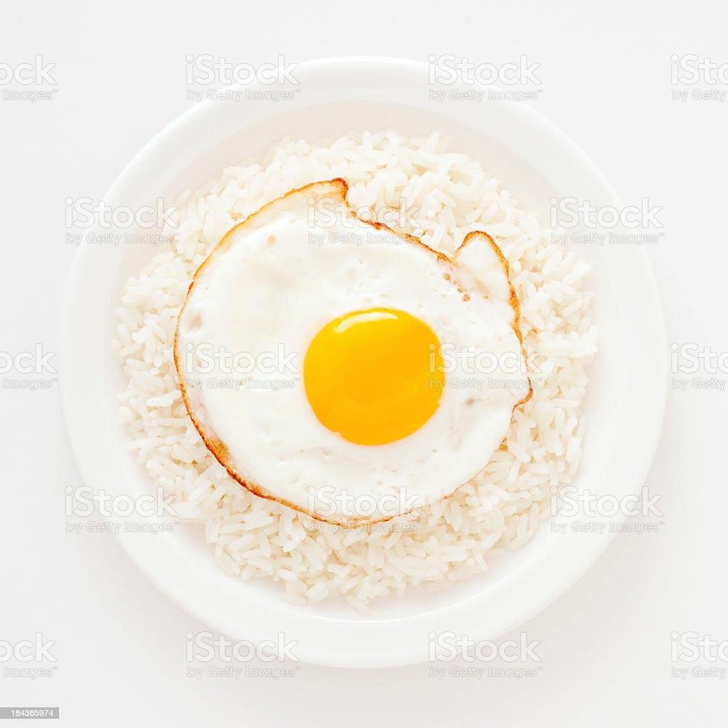 Fotografía de Huevo Frito De Arroz Blanco y más banco de imágenes de ...