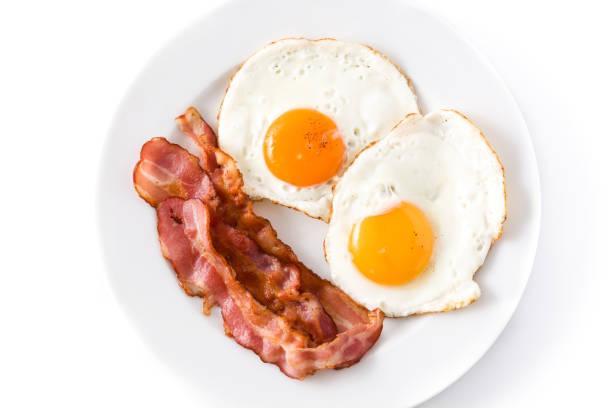 튀긴 계란과 베이컨 - 베이컨 뉴스 사진 이미지